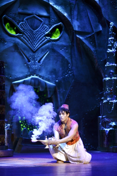 Aladdin Musical - Aladdin and Lamp