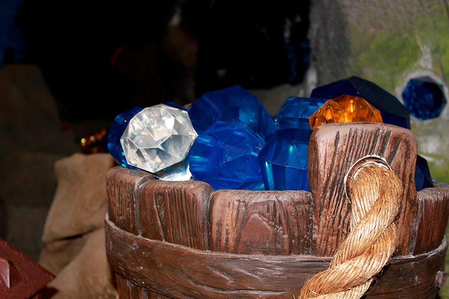 Seven Dwarfs Mine Train Queue - Diamonds