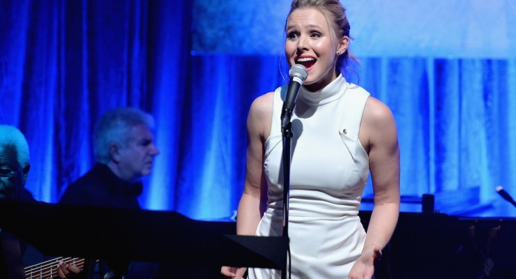 "Must Watch: Frozen's Kristen Bell Sings ""Do You Want To Build A Snowman?"" Live"