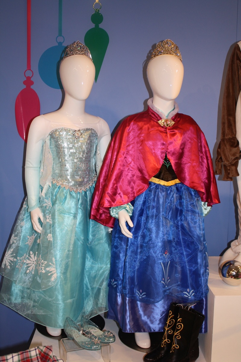 Disney Holiday Preview 2014 - Frozen - Anna and Elsa Costumes