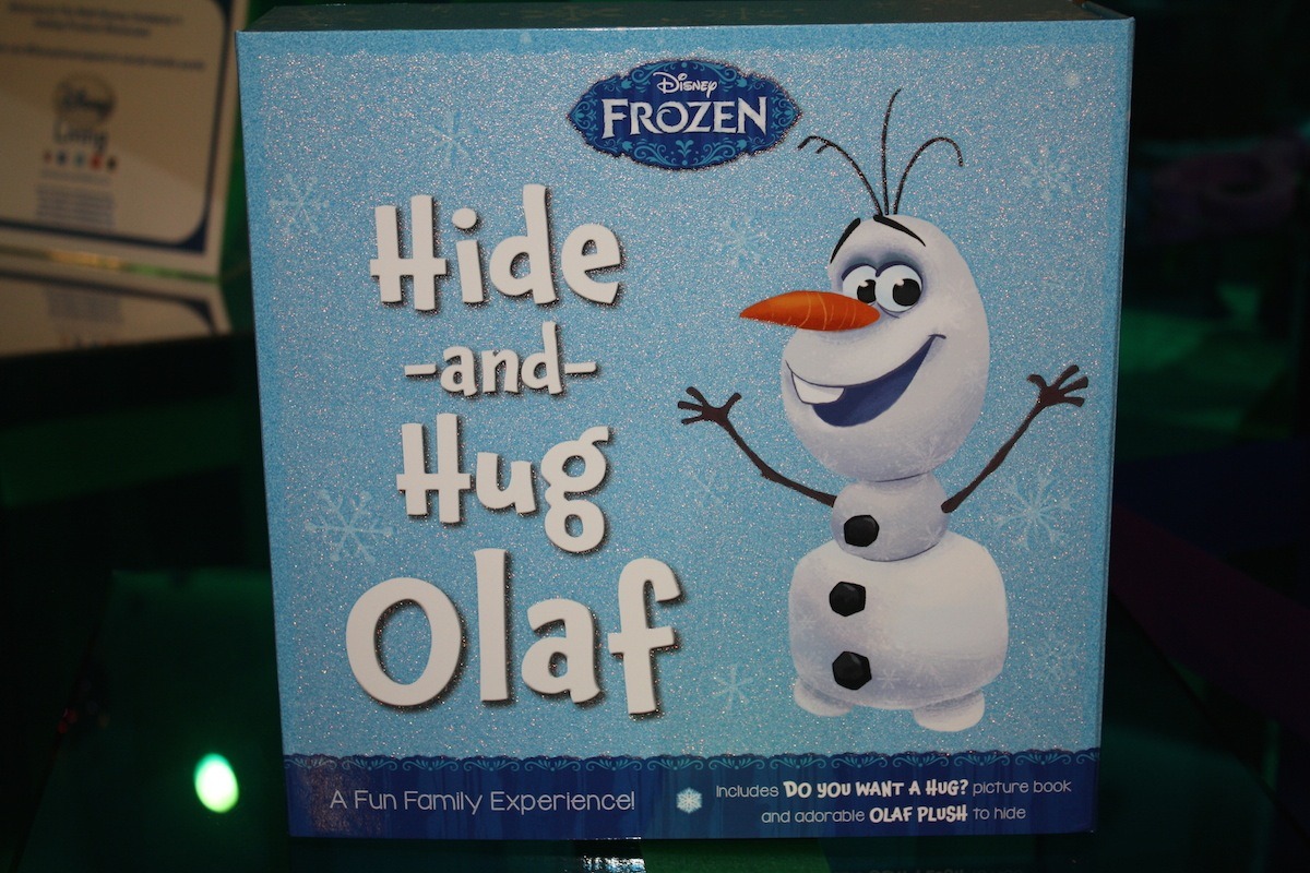 Disney Holiday Preview 2014 - Frozen - Hide and Hug Olaf 1