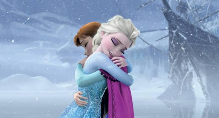 Frozen - Anna and Elsa Hug